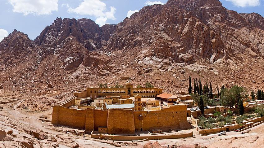 Polícia egípcio morre em ataque reivindicado pelo ISIS perto de mosteiro