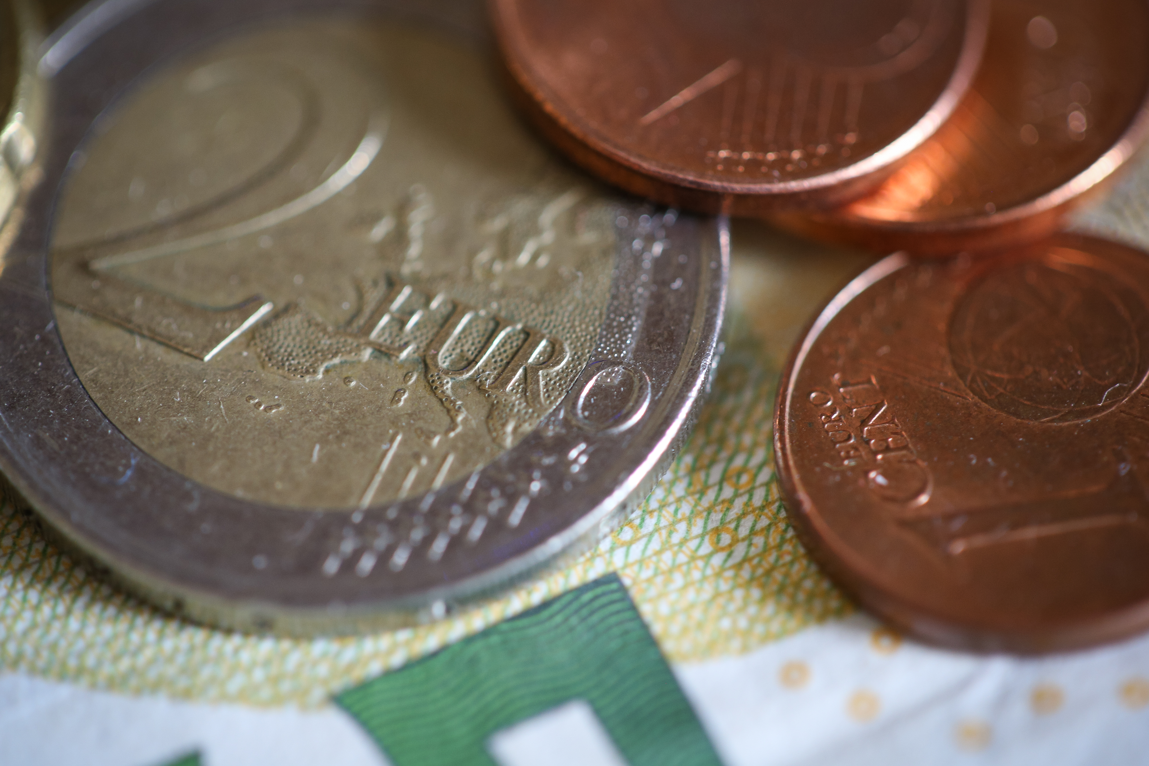 euro-coins-close-up-picjumbo-com