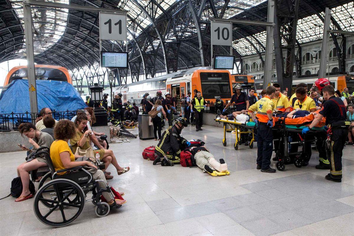 Acidente ferroviário faz dezenas de feridos em Barcelona