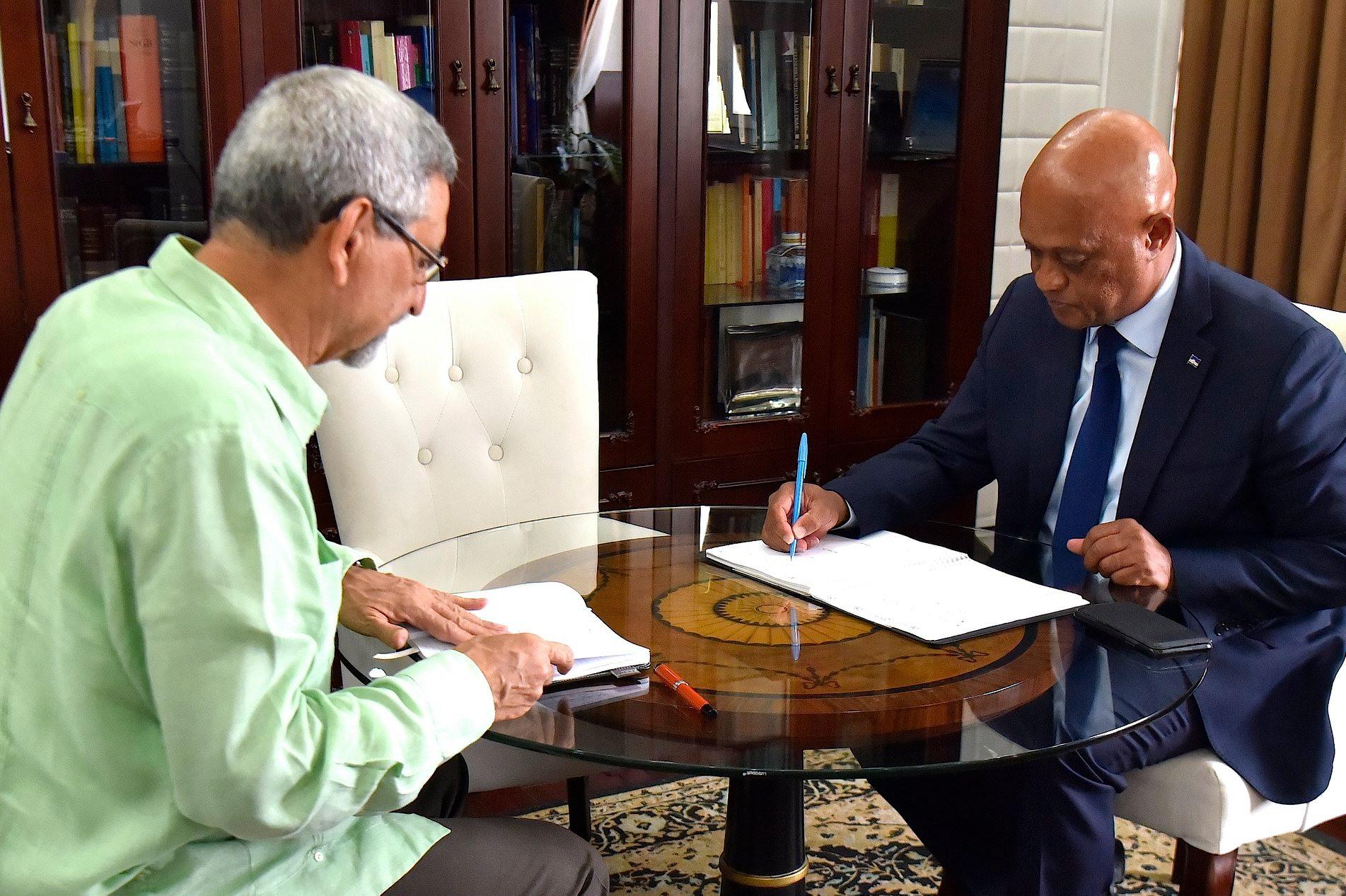 Presidente cabo-verdiano Jorge Carlos Fonseca com ministro dos Negócios Estrangeiros Luís Filipe Tavares