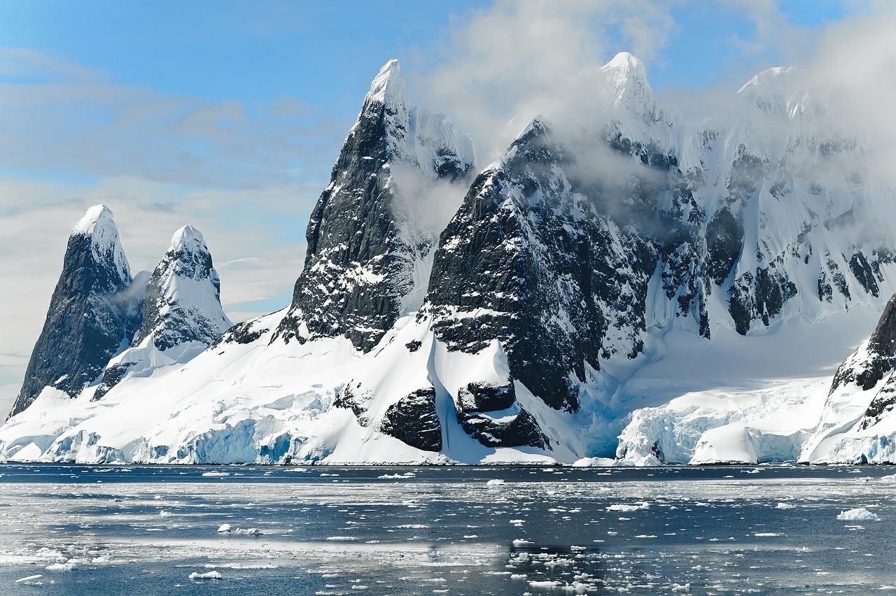 Cientistas encontram micróbios e vírus com 14.400 anos em glaciar no Tibete