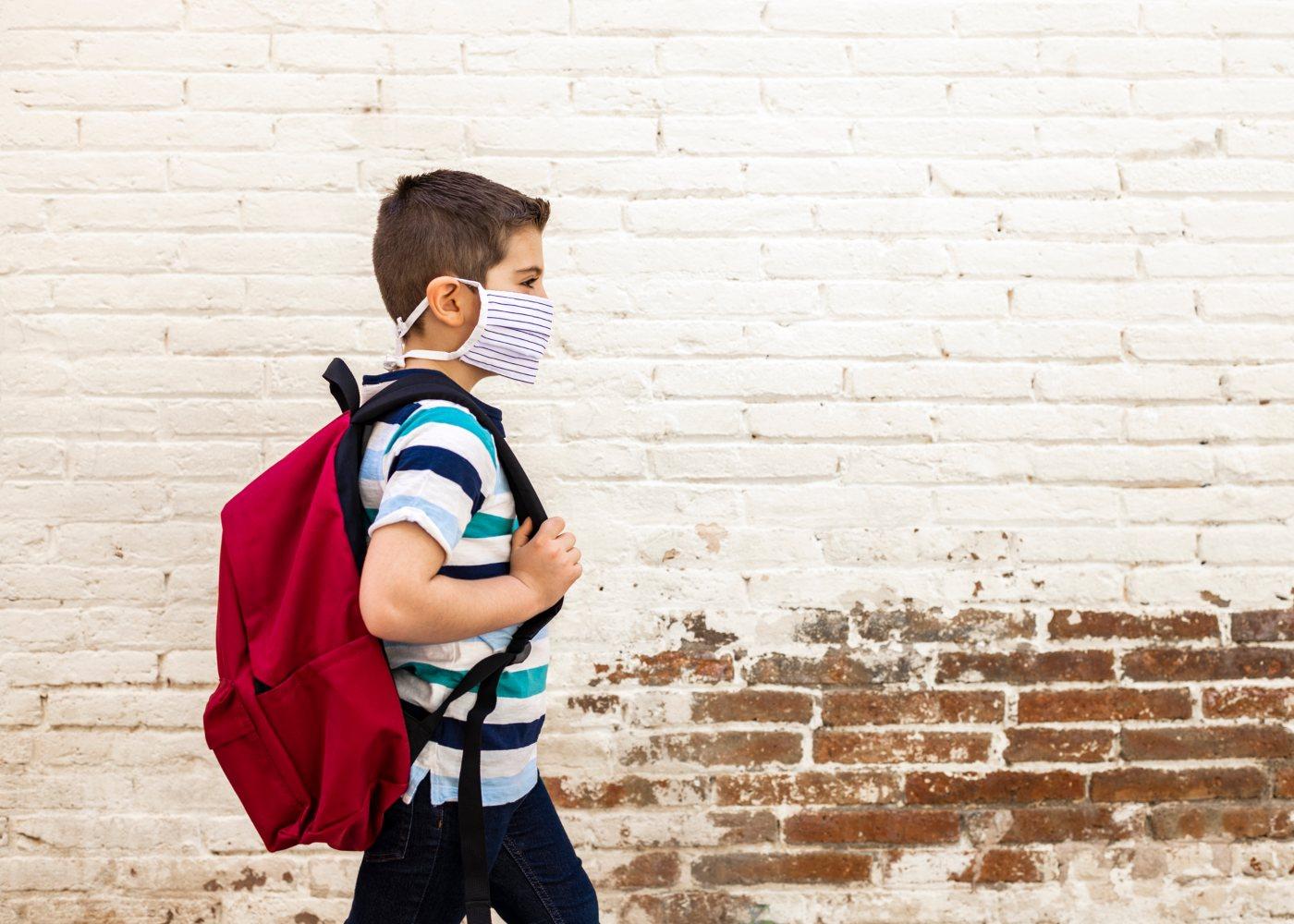 aluno; escola; mochila