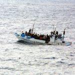 Refugiados migrantes num barco