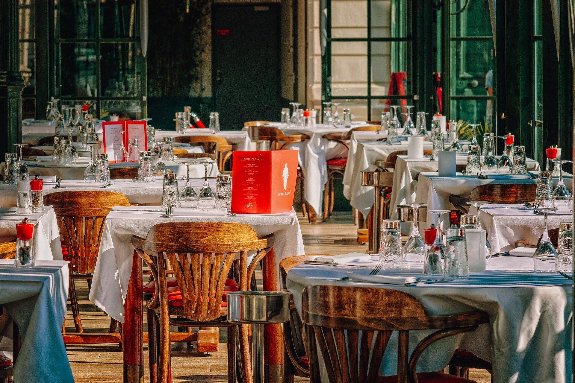 restaurante; mesas