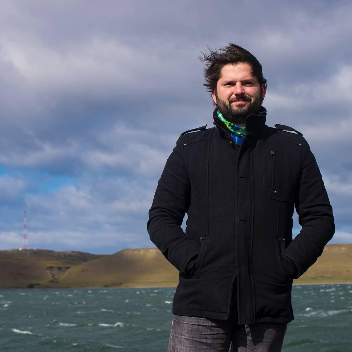 Chile: Candidato da Frente Amplio dá passos firmes nas primárias presidenciais