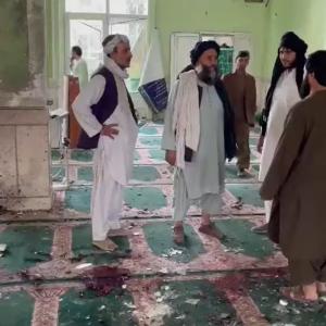 Ataque suicida mata dezenas de pessoas em mesquita no Afeganistão