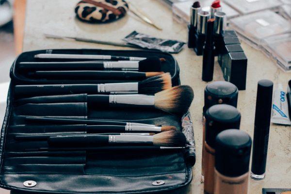 makeup; maquilhagem;