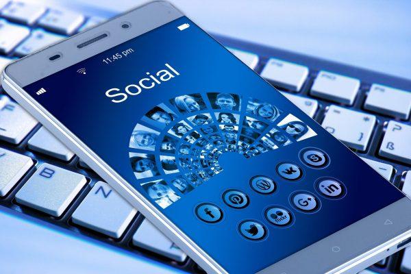 telemóvel; redes sociais; tecnologia