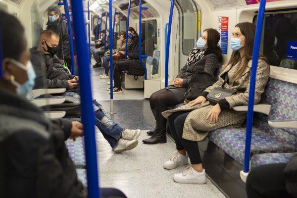 covid; máscara; mascara; pandemia; pessoas; metro